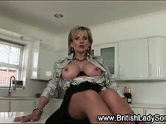 solo-brit-lady-sonia-in-stockings