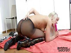 blonde-anita-likes-to-masturbate-through-her-nylons