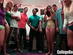 amateur-college-girls-go-wild-dorm-party