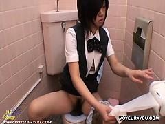 restroom-masturbate-hidden-camera