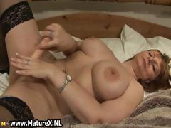 Big tits mature mom with black stockings part3