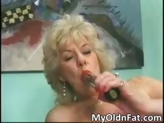 Sexy blonde MILF gets aroused with a sex part3